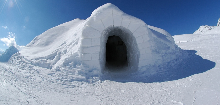 Davos village Iglu.jpg